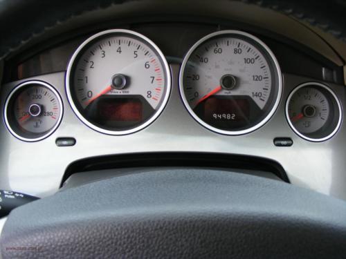volkswagen-routan-2009[8]